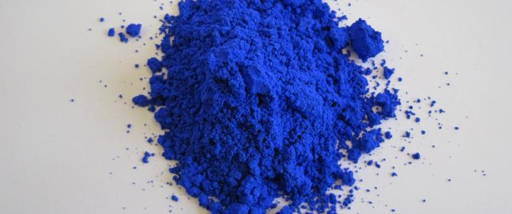 new-blue-YInMn-sparks-creative-color-application-with-glass-tile