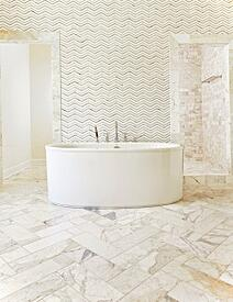 bathroom, tile, glasstile, stand alone bathtub, waterjet, tile pattern, wall tile, feature wall, chevron, art glass